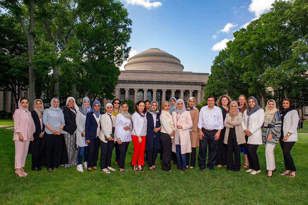 saudi women pose in front of the mit dome