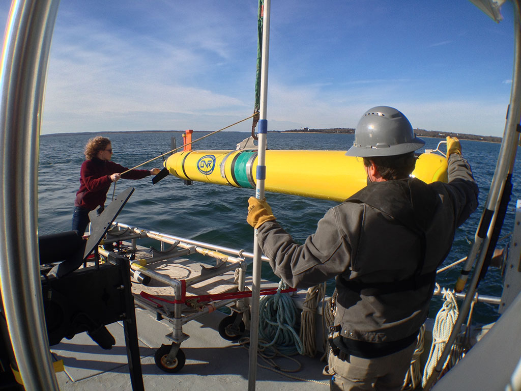 WHOI and MIT researchers deploy an autonomous underwater vehicle
