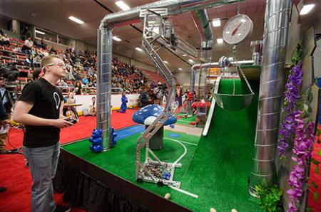 """Students demonstrate """"calculated imagination"""" in robot competition"""