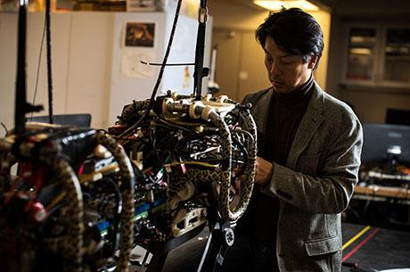Sangbae Kim builds animal-like machines for use in disaster response.