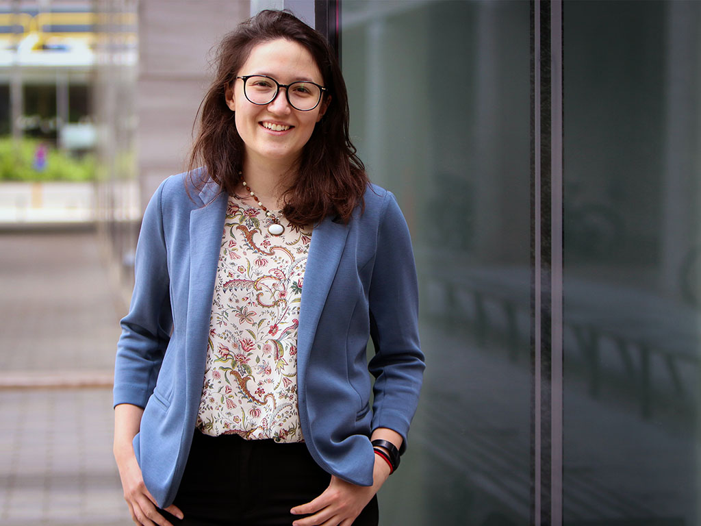 Victoria Preston, a PhD student in the MIT-WHOI joint program, is helping to design robots that can independently navigate to sites where they can take samples or measurements that will be most useful to environmental scientists.